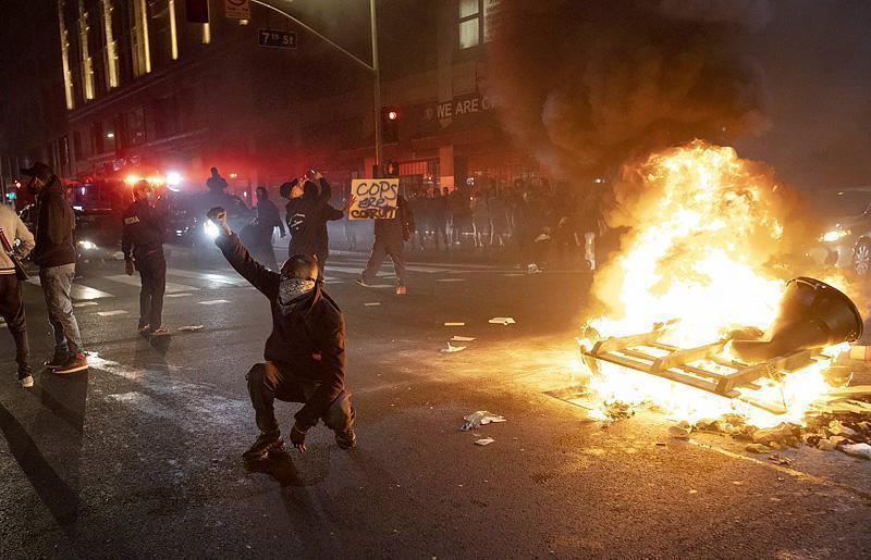 США: Полиция Миннеаполиса призвала население готовиться к волне грабежей и насилия