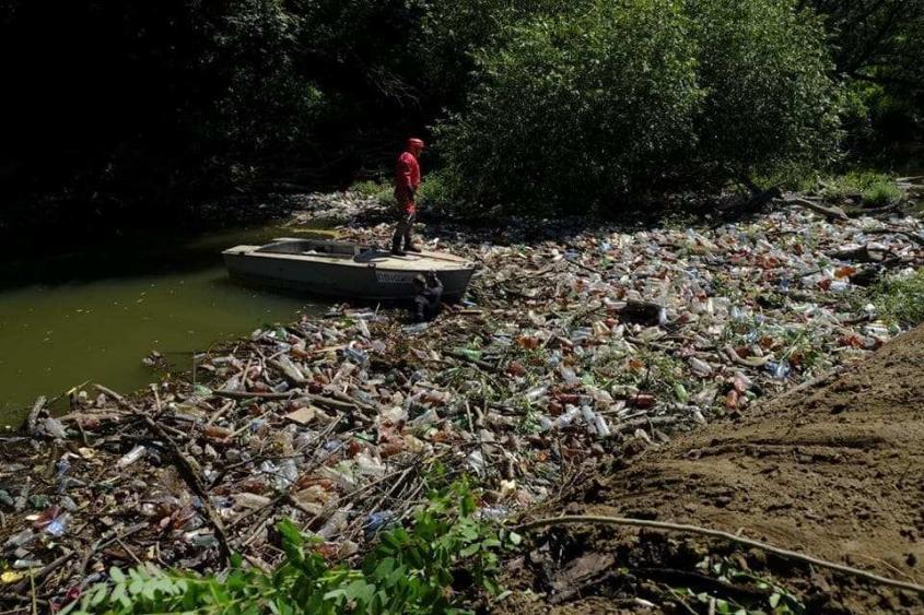 Мусорный апокалипсис на Украине: отходы перекрыли реки Закарпатья, вода рушит мосты