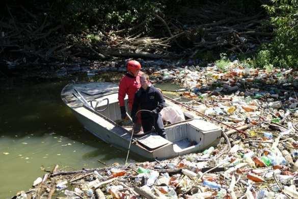 Мусорный апокалипсис на Украине: отходы перекрыли реки Закарпатья, вода рушит мосты | Русская весна