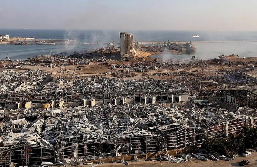 Вид на порт Бейрута после мощного взрыва. Фото: REUTERS
