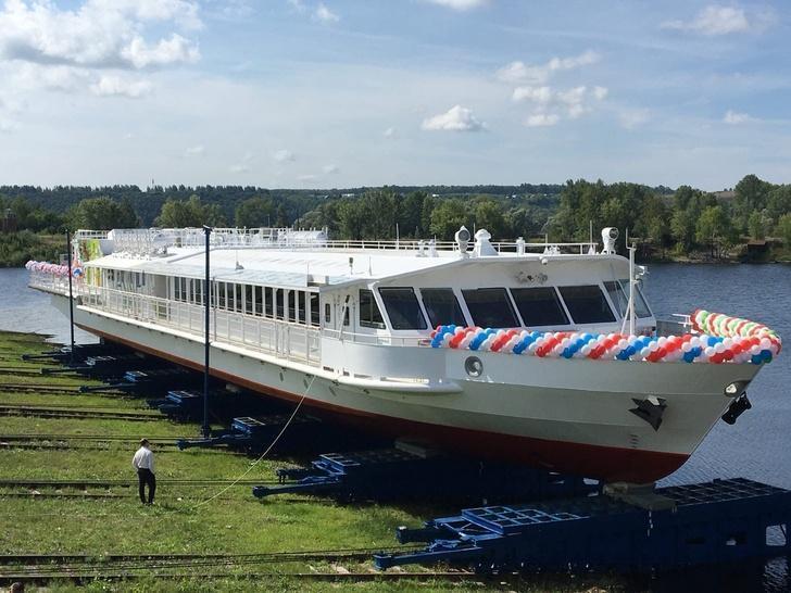 Зеленодольский завод спустил на воду первое в России речное судно на СПГ