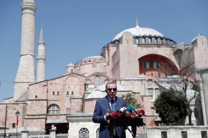 Турция решила возобновить нефтегазовые исследования в Средиземном море – флот Греции приведен в боевую готовность.