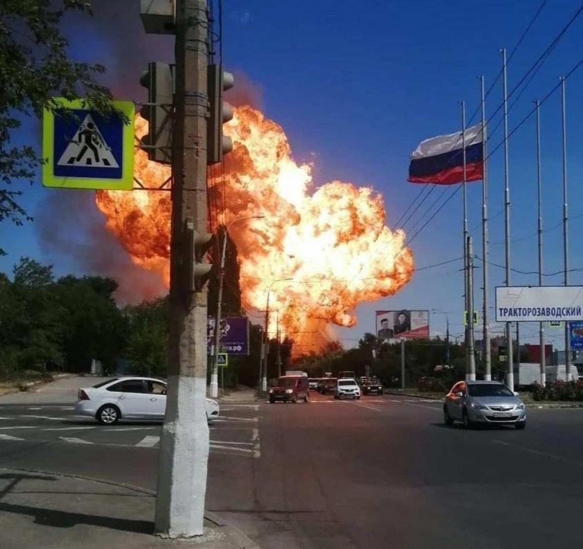 Сильный взрыв на заправке в Волгограде, есть жертвы