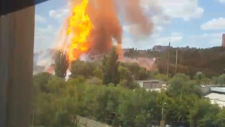 Восемь пожарных пострадали при взрыве газовой цистерны в Волгограде