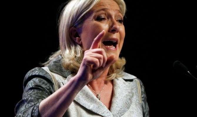 Марин Ле Пен призвала французов к выходу из Евросоюза