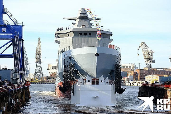 ТОржественный спуск на воду ледокола`Иван Папанин` на предприятии `Адмиралтейские верфи`.