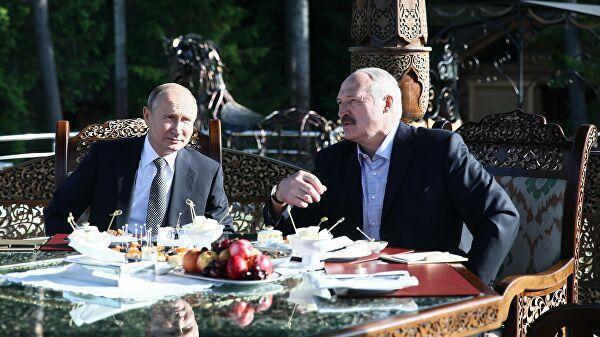 Президент РФ Владимир Путин и президент Белоруссии Александр Лукашенко во время встречи в Минске. 30 июня 2019