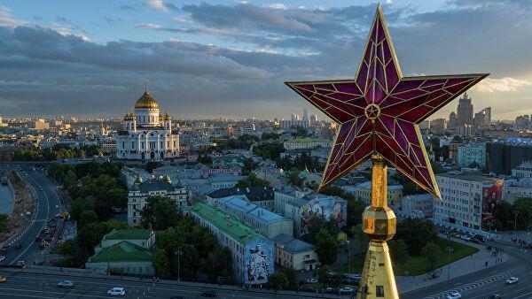 Звезда на шпиле Спасской башни Московского Кремля