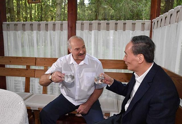Александр Лукашенко и заместитель Председателя КНР ВАн Цишань