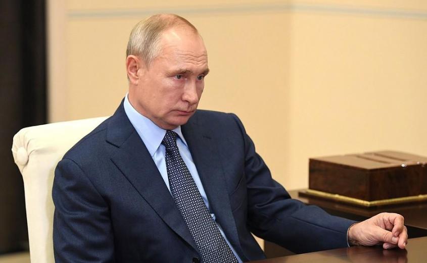 В ходе встречи с главным исполнительным директором, председателем правления компании «Роснефть» Игорем Сечиным.