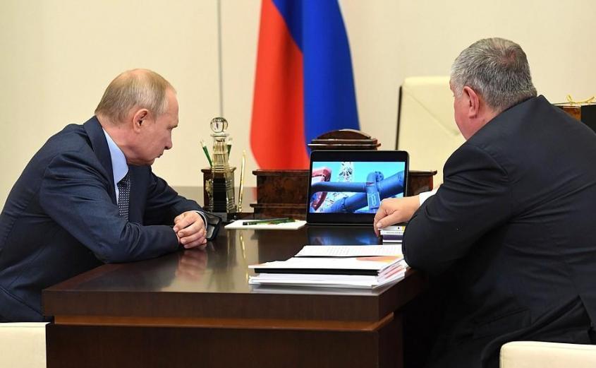 С главным исполнительным директором, председателем правления компании «Роснефть» Игорем Сечиным.