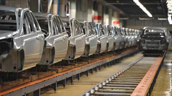 Спрос на новые автомобили заставил «АвтоВАЗ» отказаться от сокращенной рабочей недели