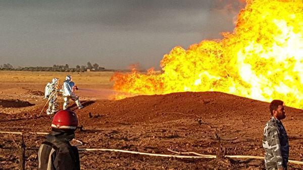 Пожар на месте взрыва на Арабском газопроводе в провинции Дамаск, Сирия. 24 августа 2020