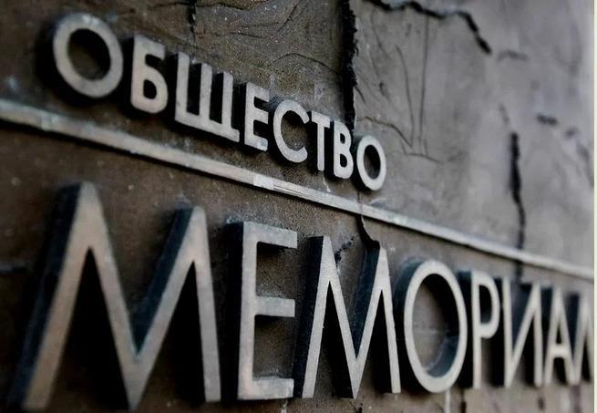 Известный разоблачитель «преступлений» Сталина Юрий Дмитриев оказался преступником, да ещё каким