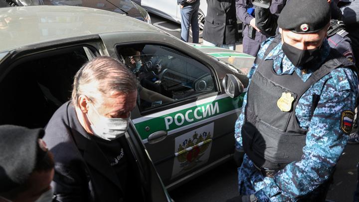 Алкоголик и наркоман Ефремов: признаю свою вину в ДТП