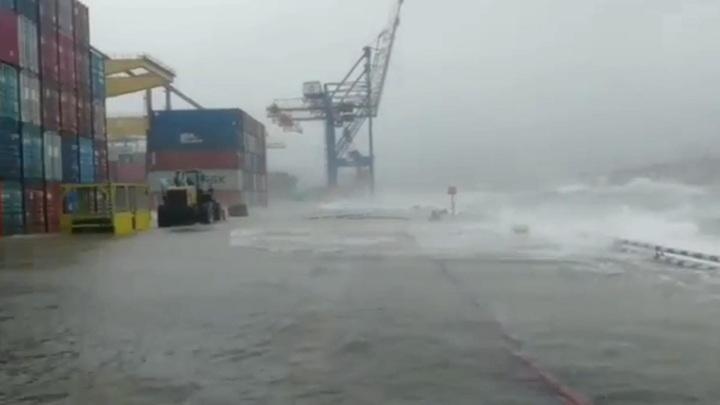 Крупнейший порт Дальнего Востока Находка ушел под воду