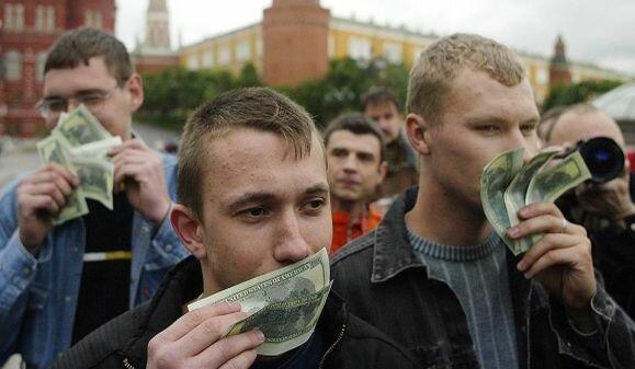 В 90-х годах прошлого века доллар почти полностью вытеснил из национальных расчетов российский рубль
