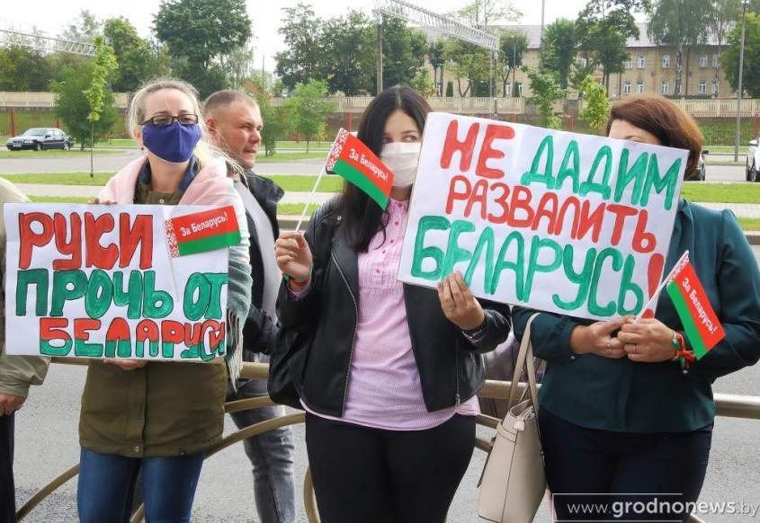 За протестами в Беларуси торчат уши английских «джентльменов»