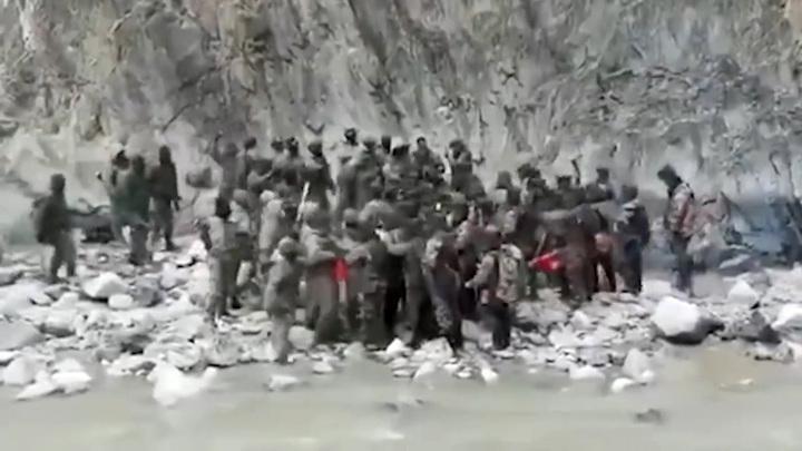 Видео драки индийских и китайских военных на границе. В ход пошли кулаки и дубинки