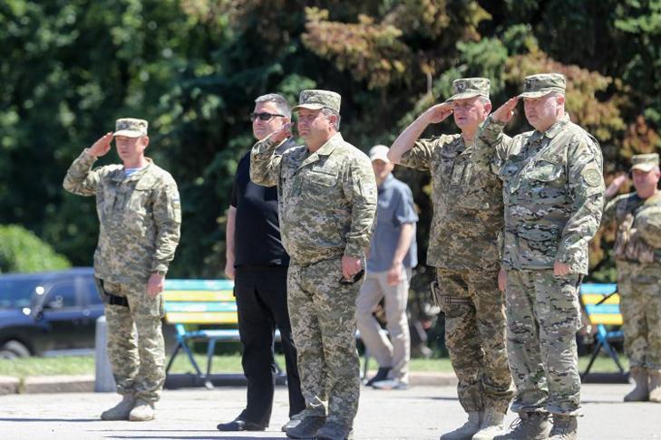 Президента Украины Зеленского «подвесили» на той ветке, где расселись все «ястребы войны»