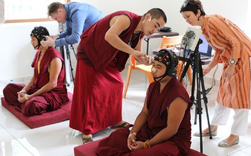 Русские физиологи учатся у тибетских монахов управлять мозгом