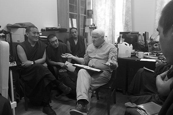 Профессор МГУ Александр Каплан проводит занятия с монахами-исследователями