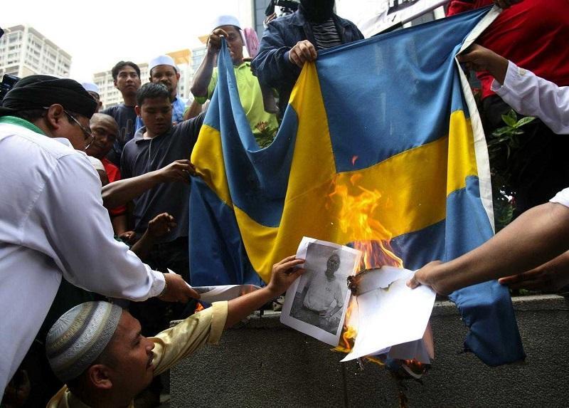 Мигранты наступают: «Шведы! Вам пора валить из вашей страны...»