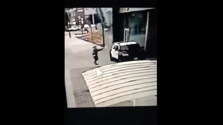 Момент внезапного расстрела полицейских в Лос-Анджелесе попал на видео