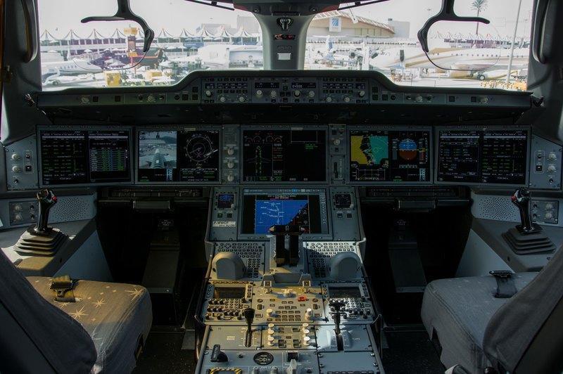 Как подстаканники несколько раз останавливали двигатели Airbus А350 в воздухе
