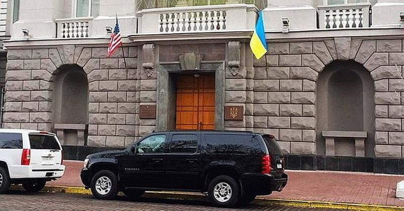 Перешедший на сторону России подполковник СБУ рассказал, что американцы творят в Киеве