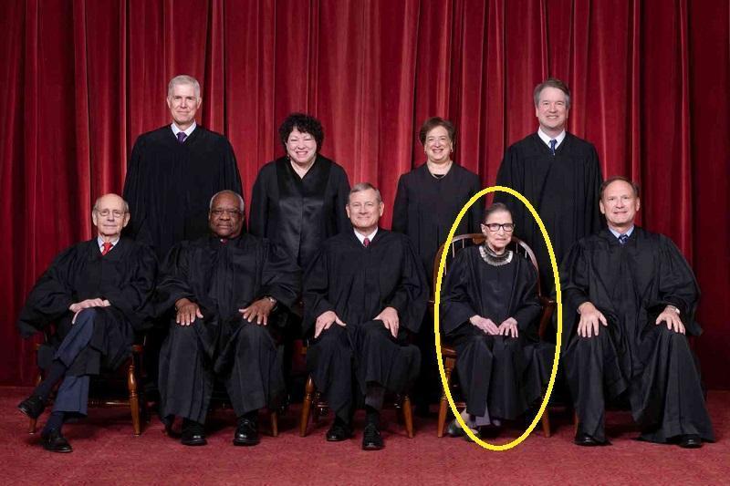 Смерть верховного судьи сыграла против американских либералов